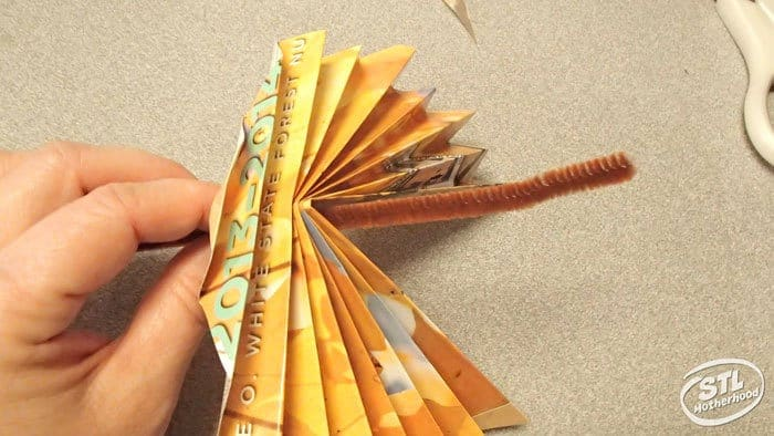 make a paper leaf