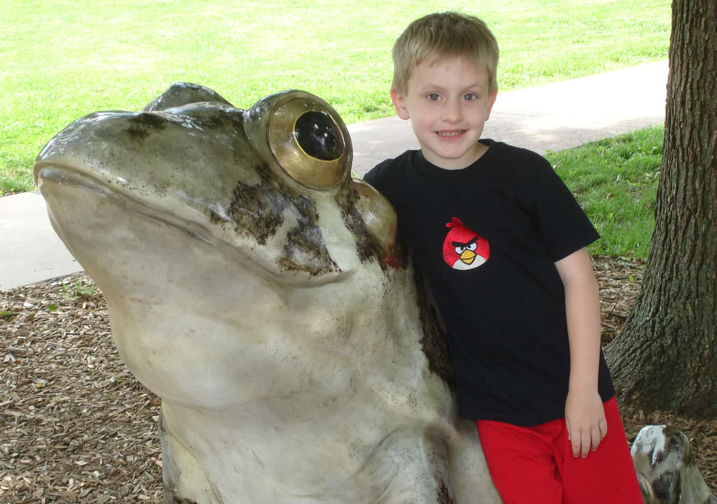 kid with frog statue