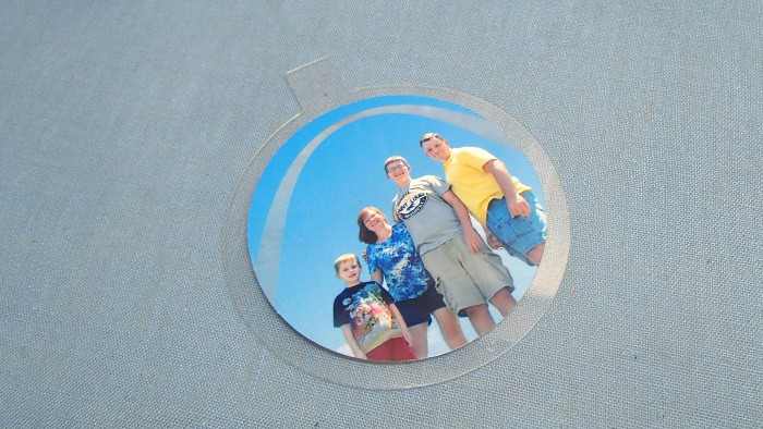 floating plastic ornament family photo directions