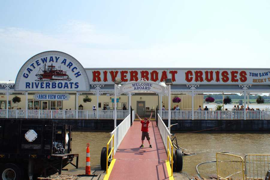 riverboat dock at Arch St. Louis