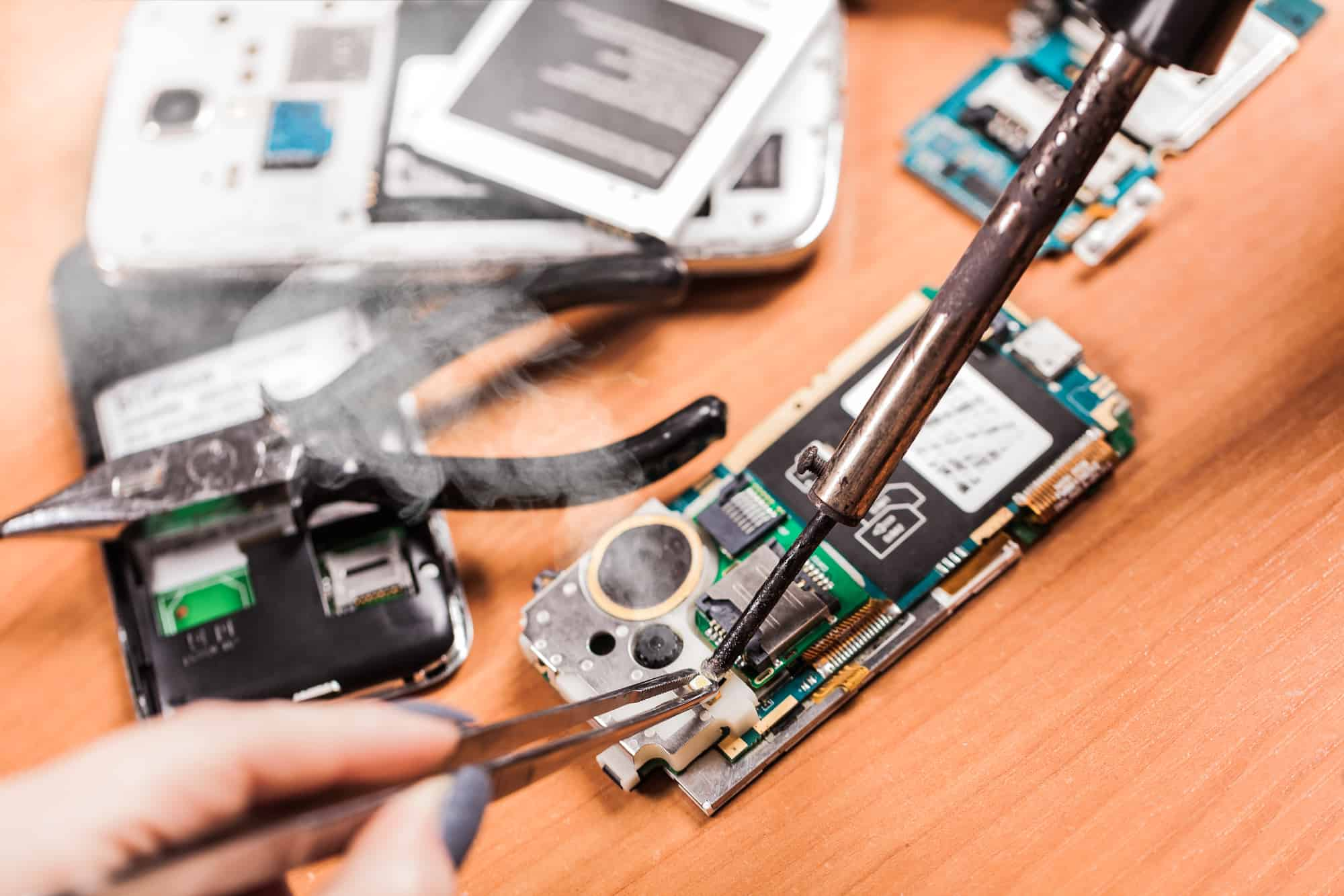 repairing an iphone, phone in pieces