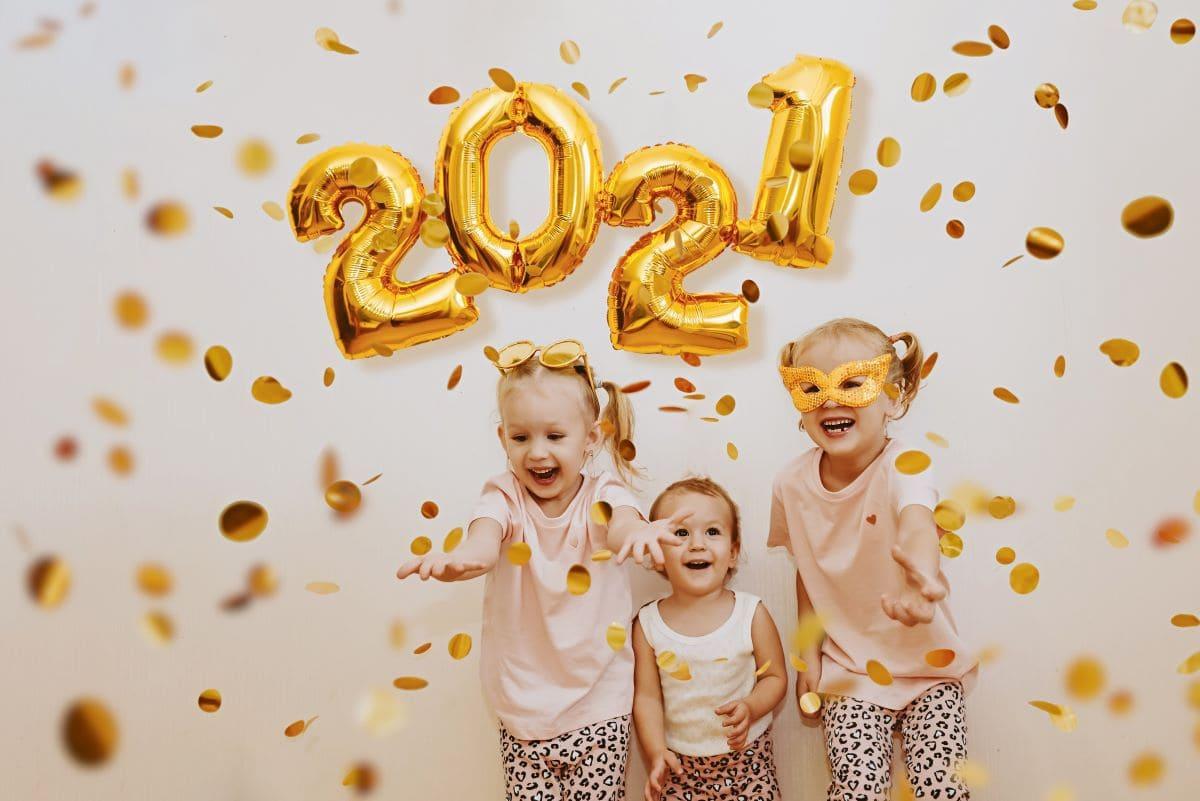kids celebrating the new year